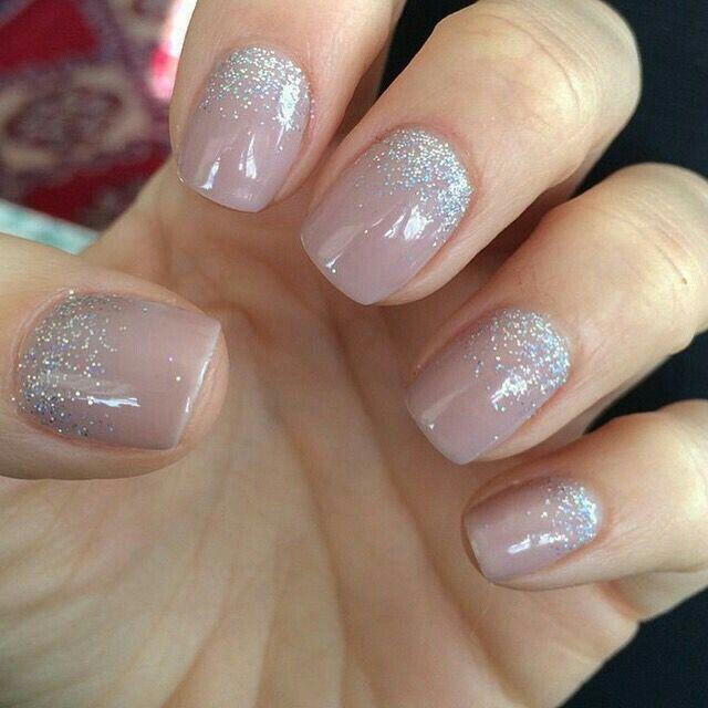 acrylic nails or shellac for wedding photo - 1
