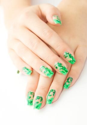acrylic nails with red and green photo - 1