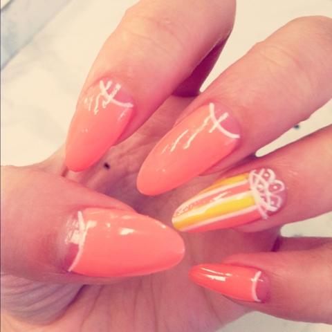 almond nails vs stiletto photo - 2