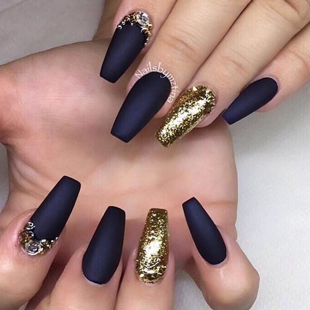 black and gold coffin matte nails photo - 1