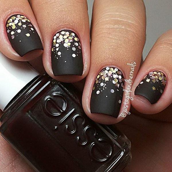 black and silver matte ombre stiletto nails photo - 1