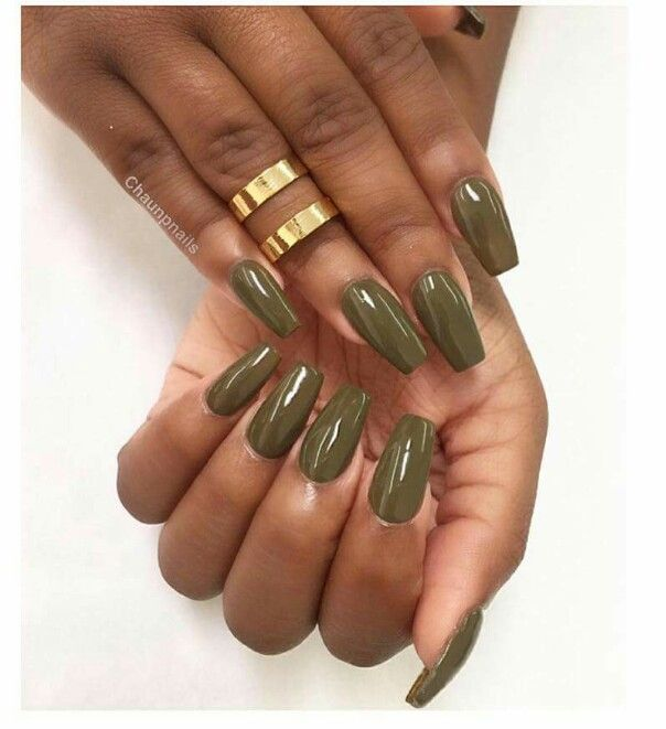 black girl hands with stiletto nails photo - 1