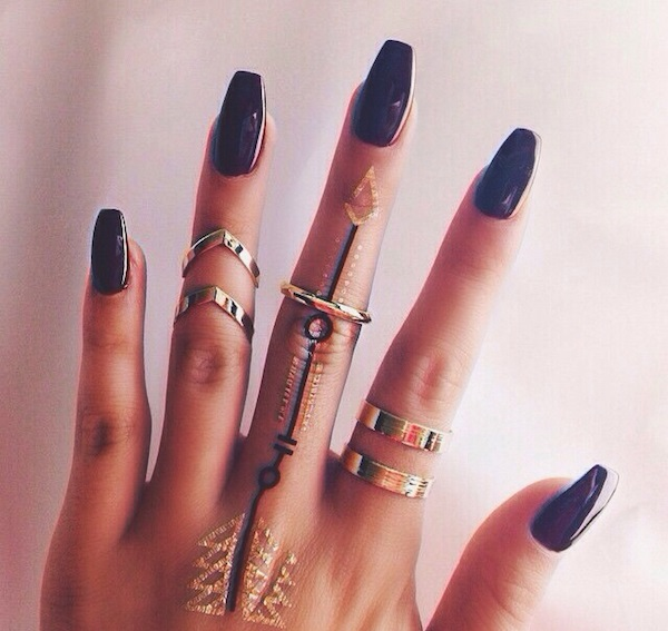 black girl hands with stiletto nails photo - 2