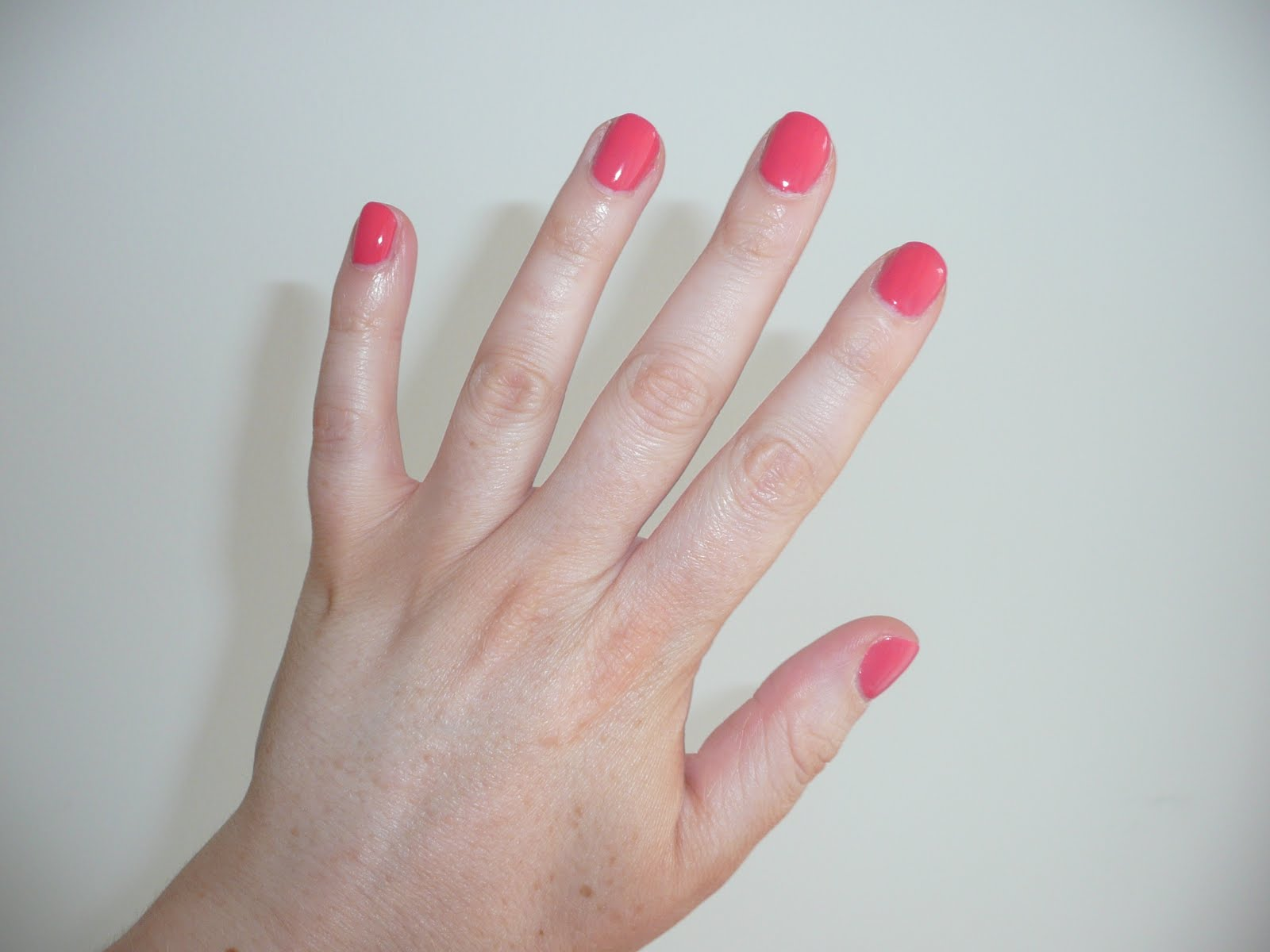 can i shower after acrylic nails photo - 1