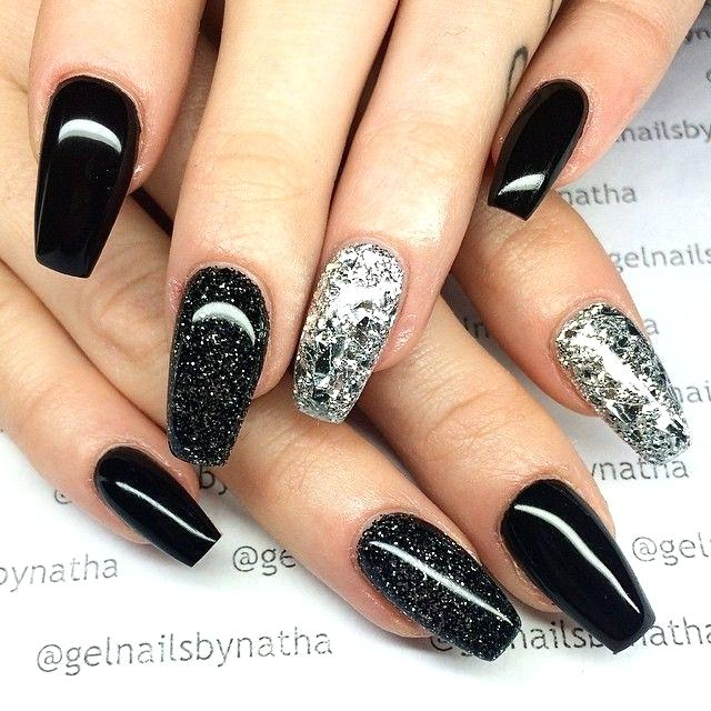 can you shower with acrylic nails photo - 1