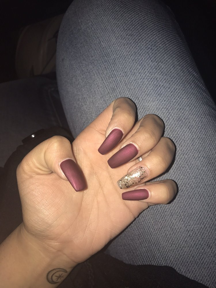 Coffin Acrylic Nails Burgundy Photo 3