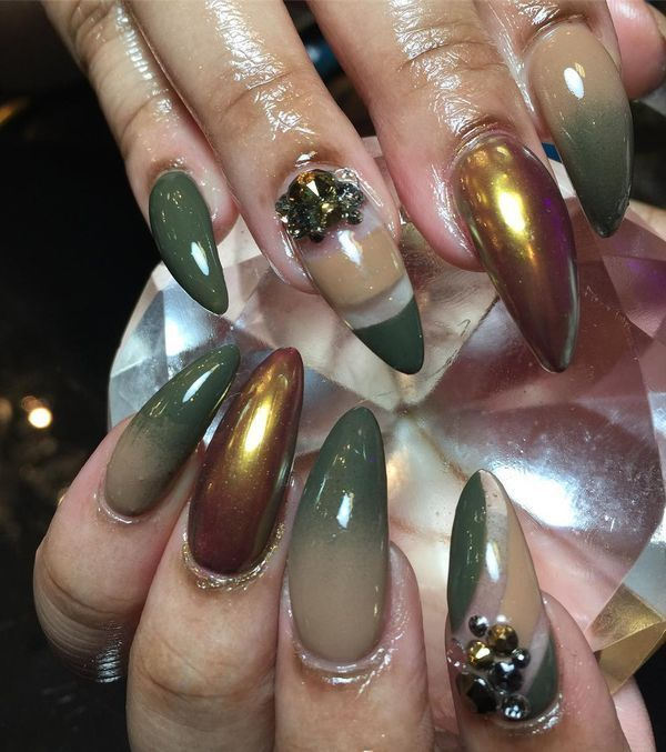 curved stiletto nails photo - 1