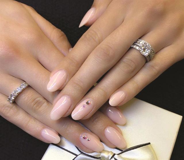 dip or acrylic nails photo - 1