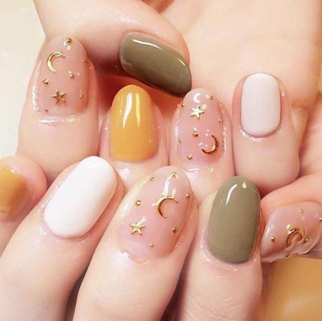 exposure to uv light and acrylic nails photo - 1