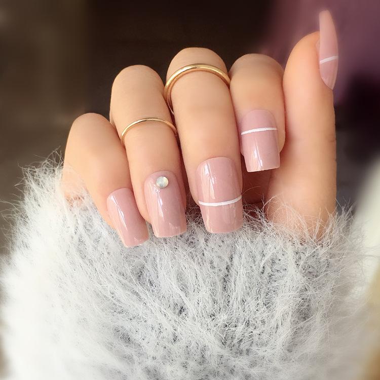 fake glitter short acrylic nails photo - 1