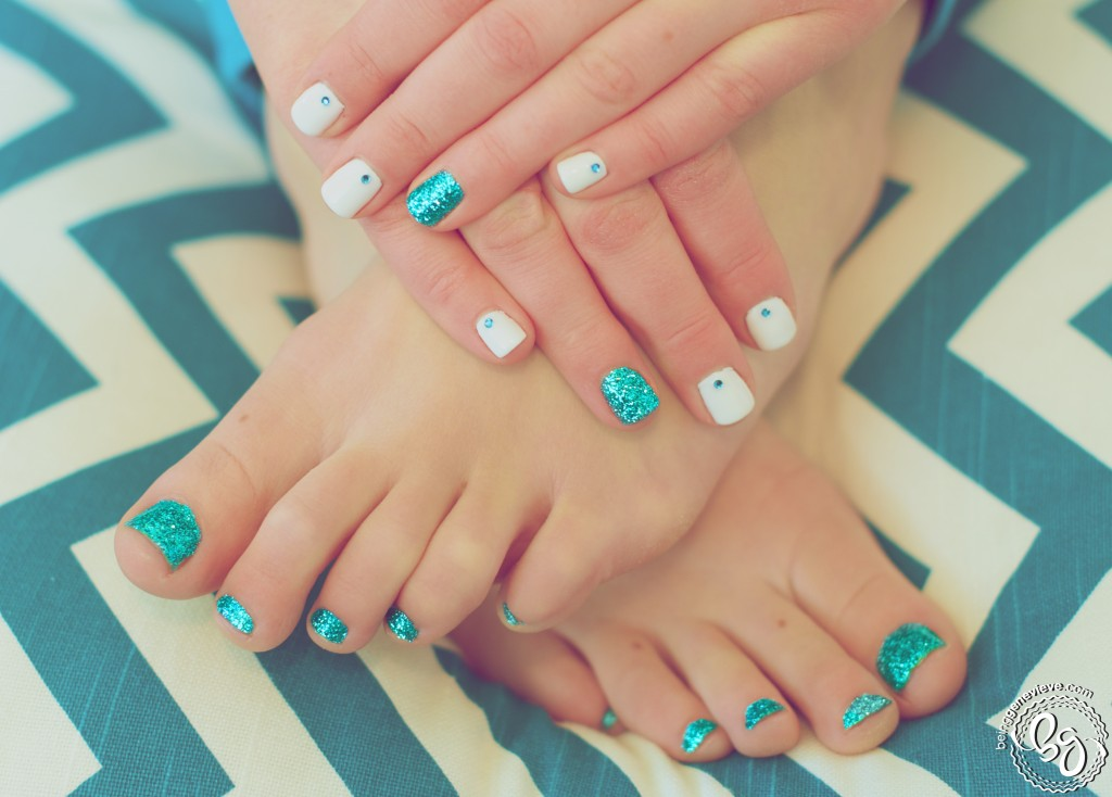 gel nails on toes photo - 2