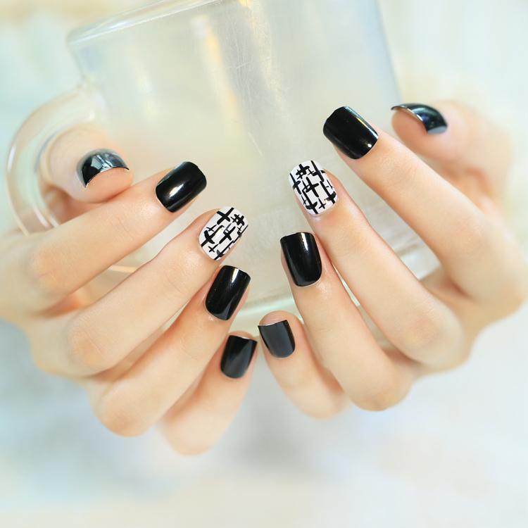 glue on acrylic nails photo - 2
