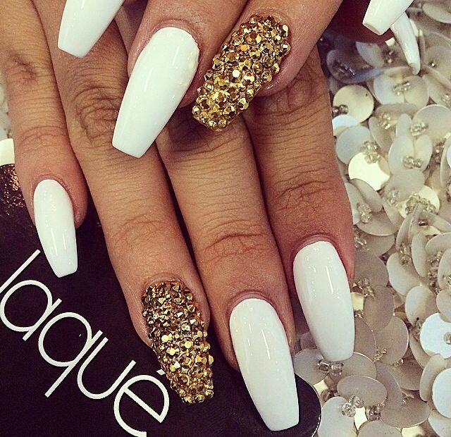 gold and white nails coffin photo - 2