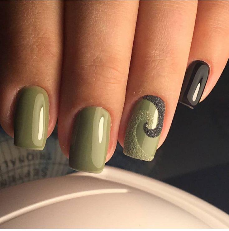 Green acrylic nails - Expression Nails