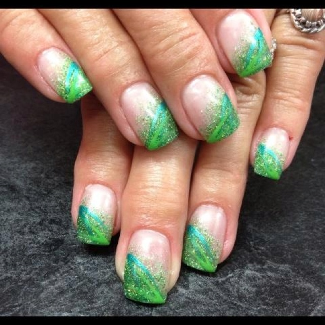 haunted green natural gel nails photo - 2