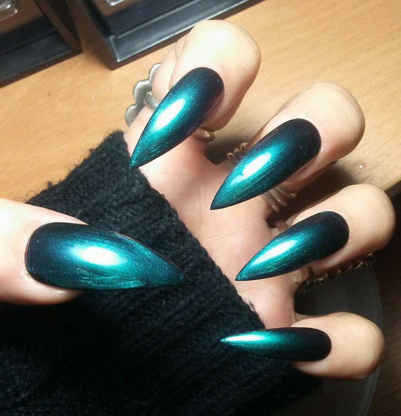 holographic chrome nails stiletto photo - 2