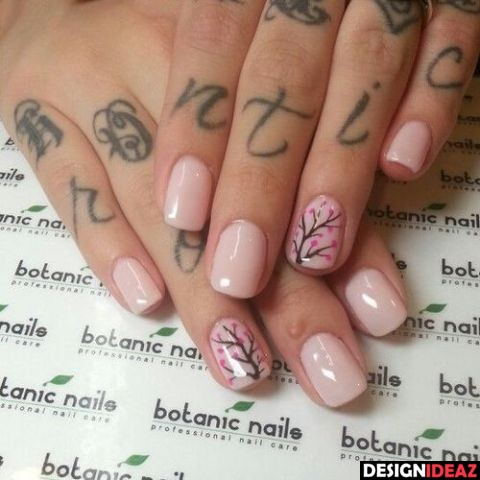how easy is to break acrylic nails photo - 1