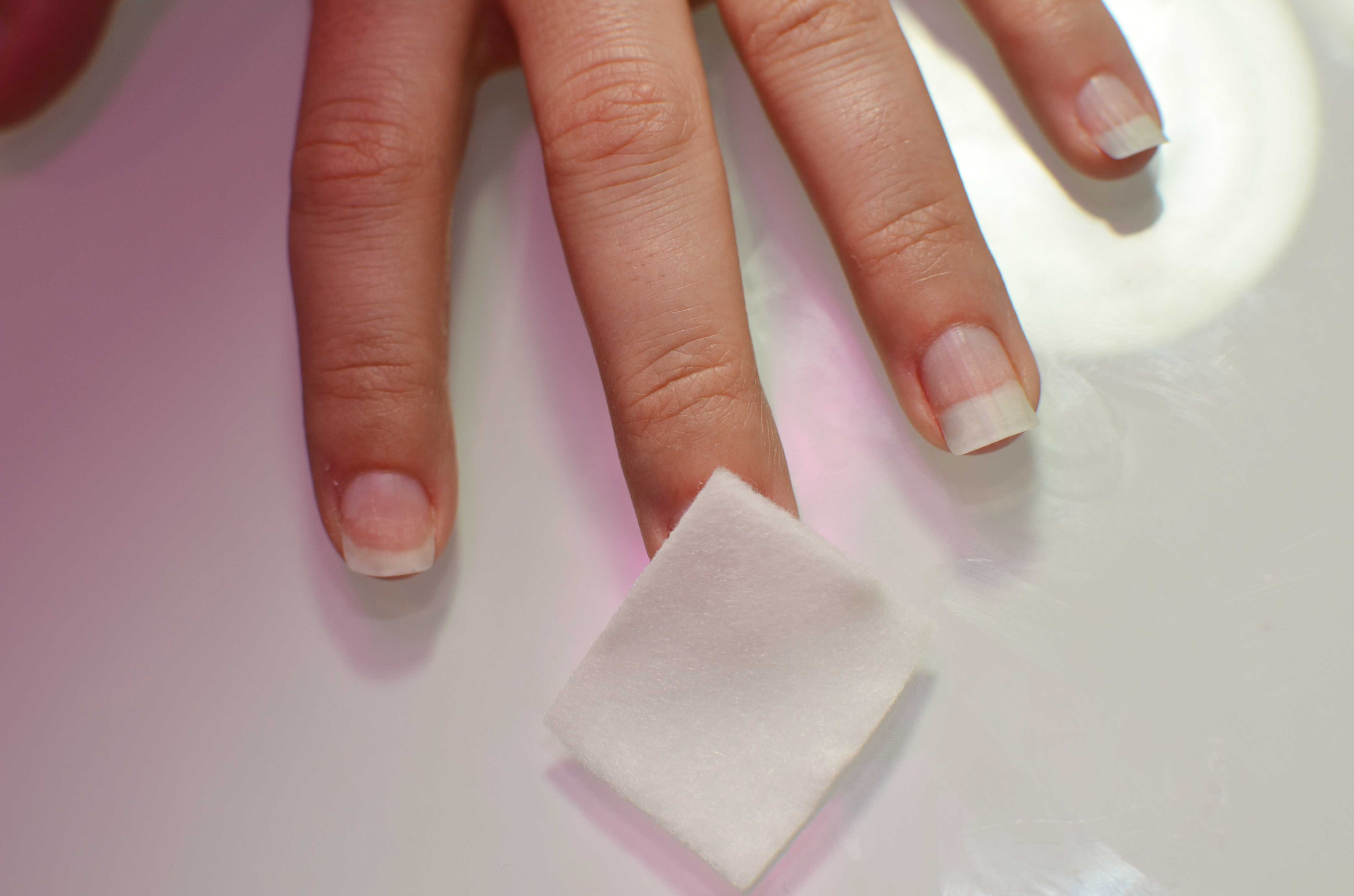 how long do you have to hold gel polished nails under the drying light photo - 1