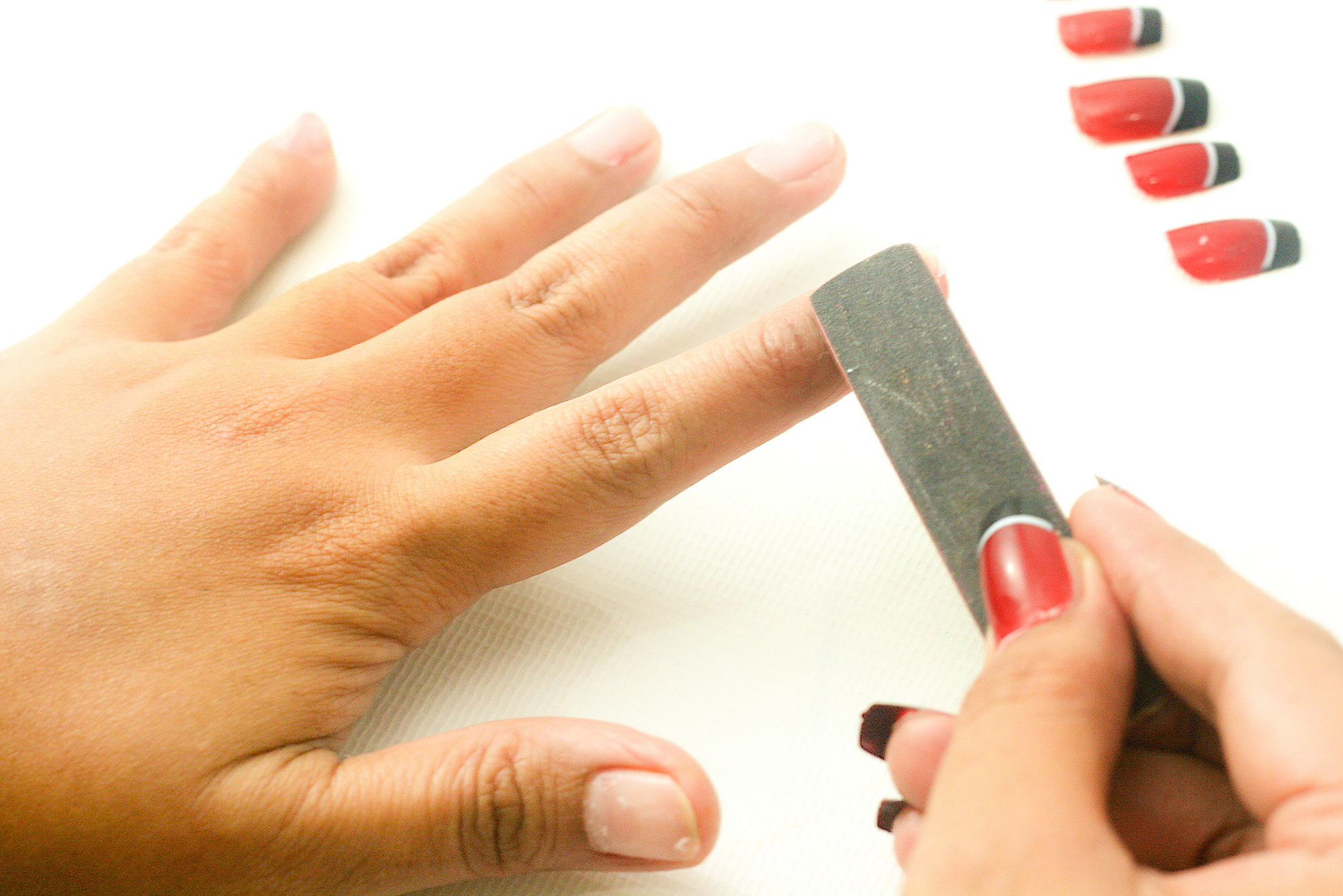 how to get acrylic nails photo - 1