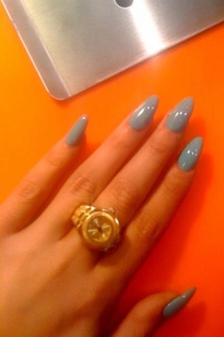 how to shape stiletto nails photo - 1