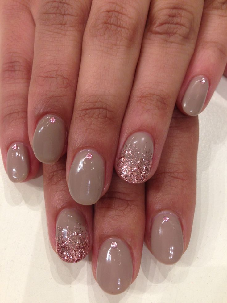 how to stick rhinestone on gel nails photo - 2