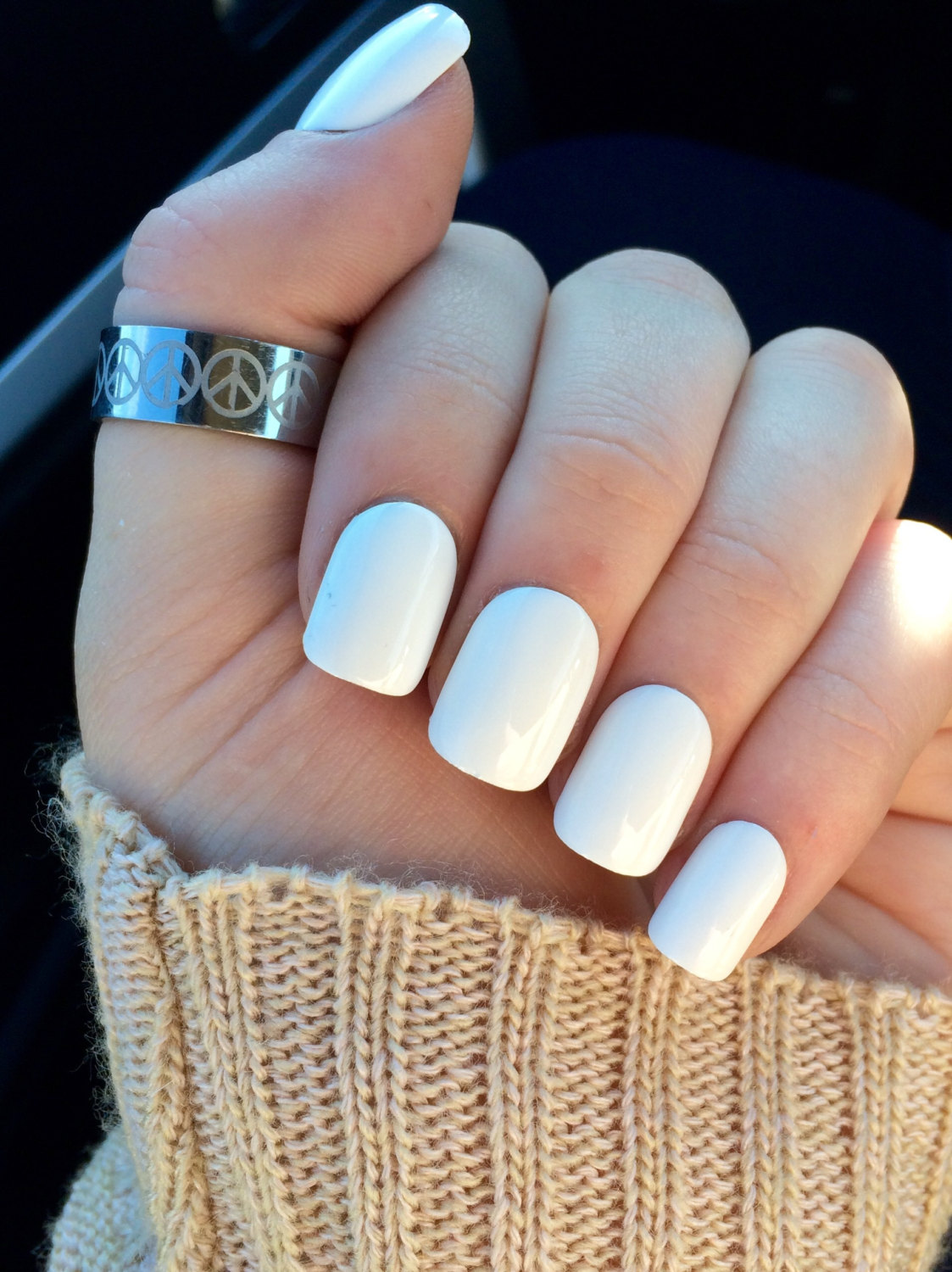 how to whiten white acrylic nails photo - 2