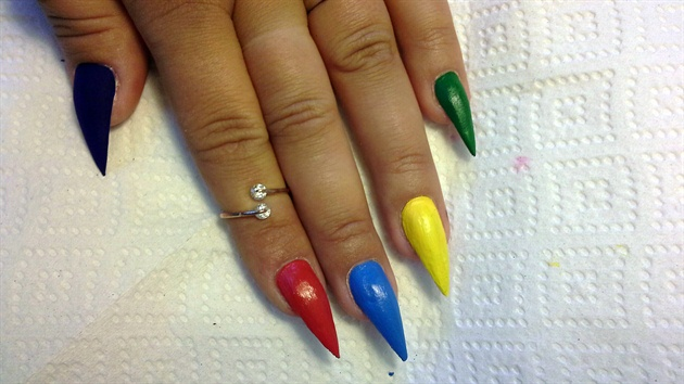 i have acrylic nails can i repaint them photo - 2