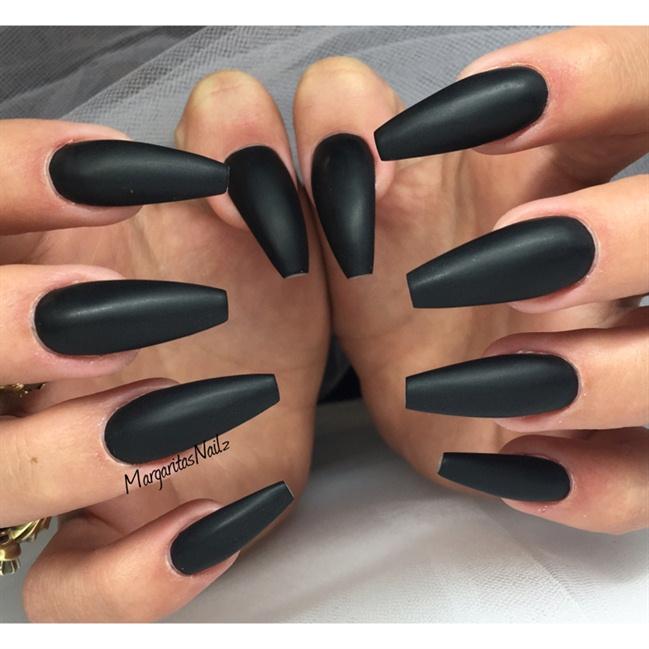 long matte black acrylic nails photo - 1