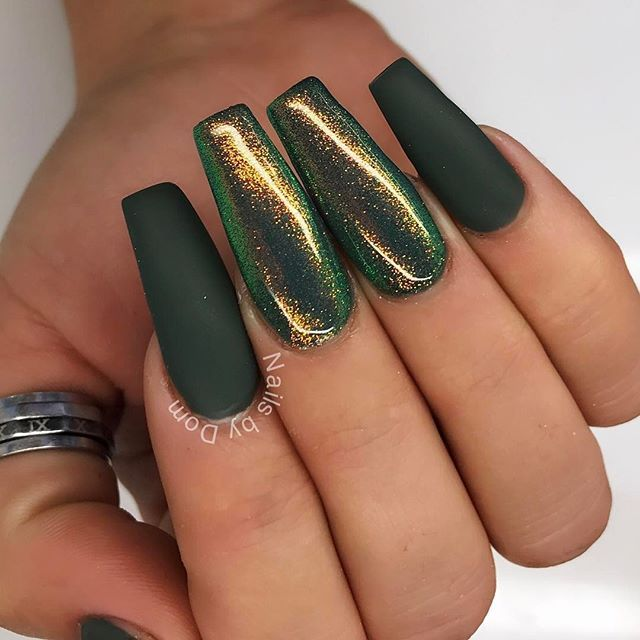 matte dark green acrylic nails photo - 1