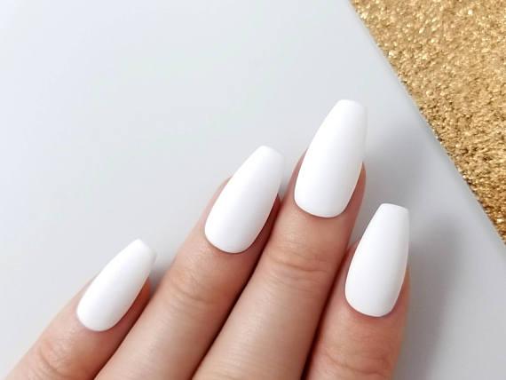 medium sized stiletto nails photo - 1
