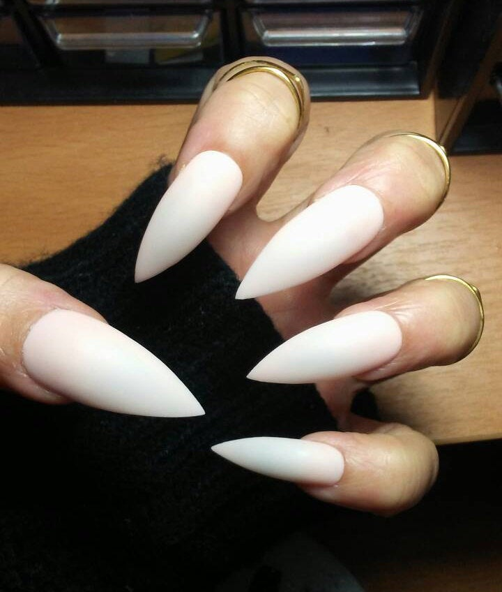 natural looking stiletto nails photo - 2