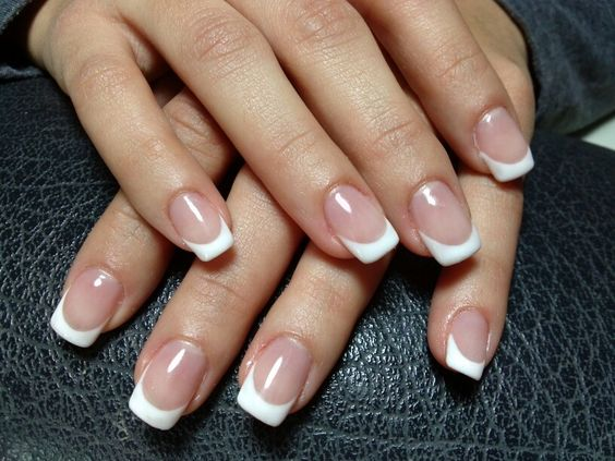 natural round acrylic nails photo - 2