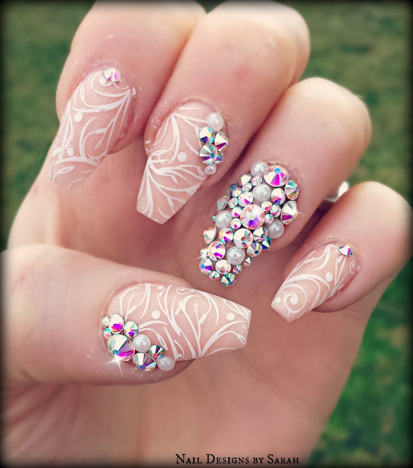 nude coffin shaped nails photo - 1