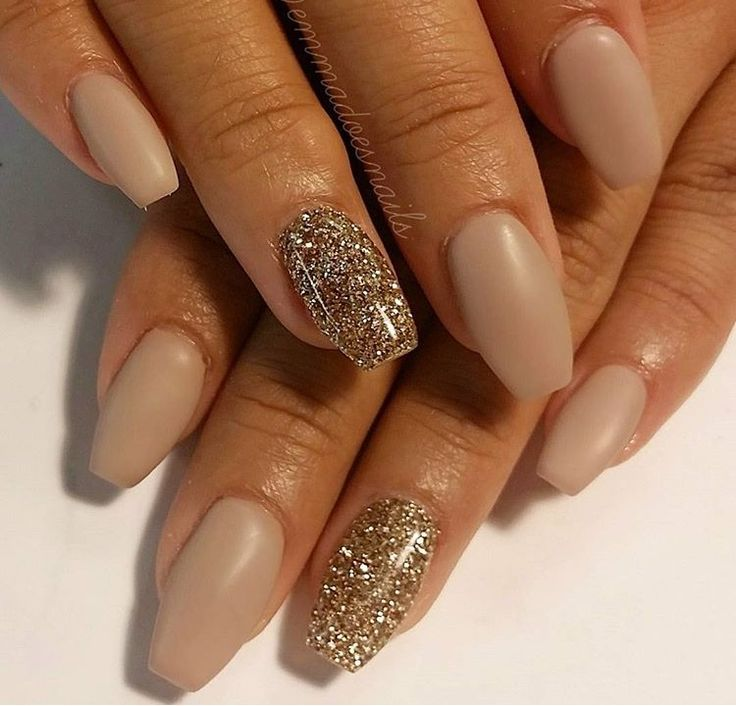 nude coffin shaped nails photo - 2