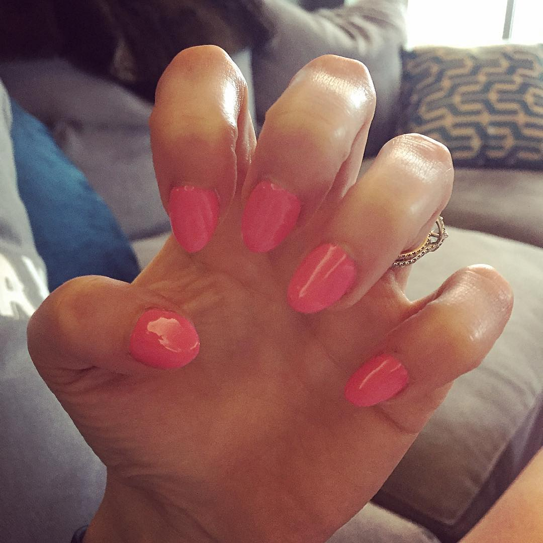 pink short stiletto nails photo - 1
