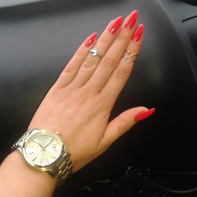 pink short stiletto nails photo - 2