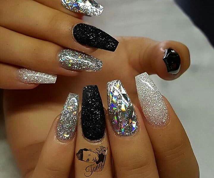 short black acrylic nails photo - 1