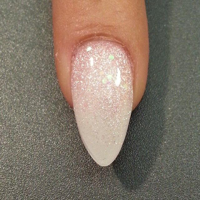 short ombre stiletto nails photo - 2