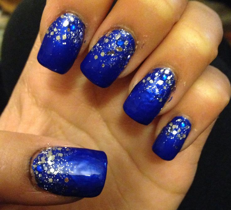 short royal blue acrylic nails photo - 1