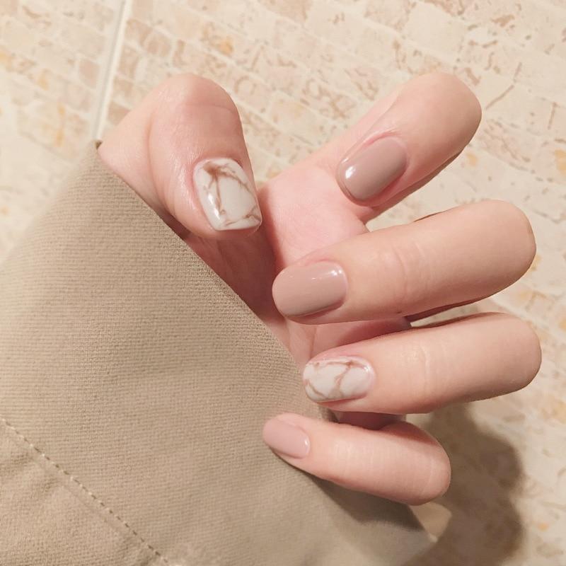 short stiletto nails matte photo - 2