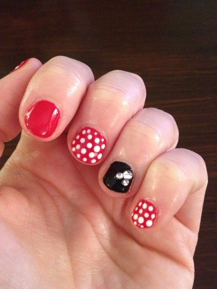 simple mickey mouse stiletto nails photo - 1