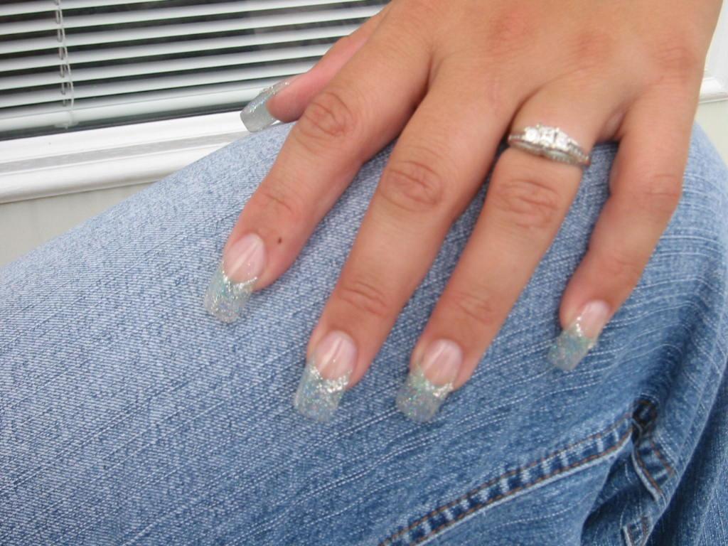 sparkly acrylic nails photo - 1