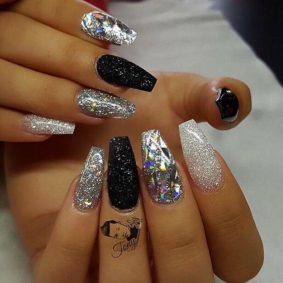 stiletto black and silver nails photo - 2