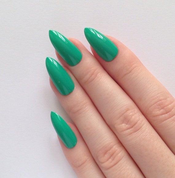 stiletto nails green photo - 1