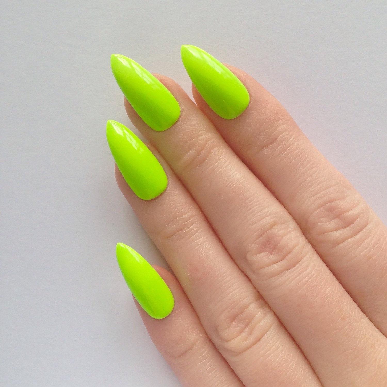 stiletto nails green photo - 2