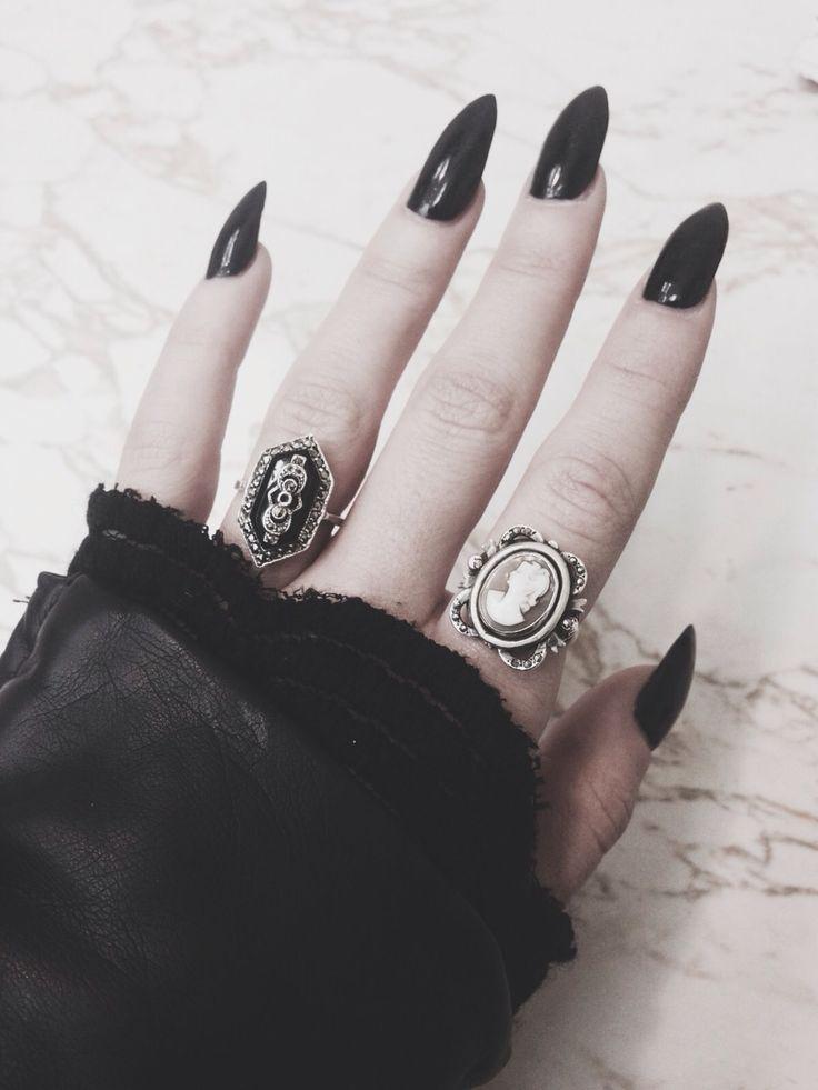 stiletto nails plain black photo - 2