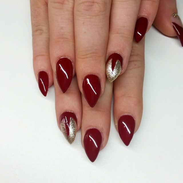 stiletto short nails photo - 1