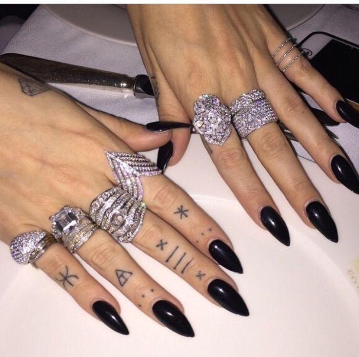 the ultimate stiletto nail set clutch nails black photo - 1