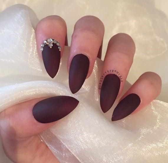 the ultimate stiletto nail set clutch nails black photo - 2