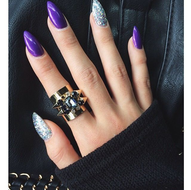 weapons in acrylic nails photo - 2